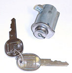 1960 Glovebox lock and 2 GM oval head keys, 13/16 inch diameter bezel